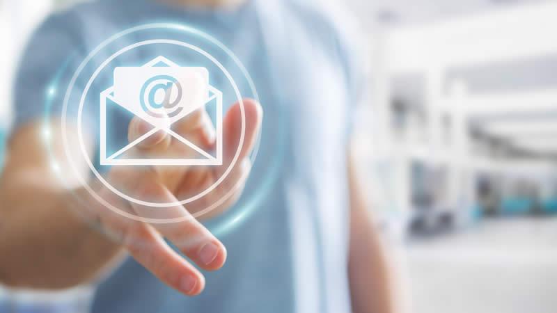 E-Mail Icon und Hand klein
